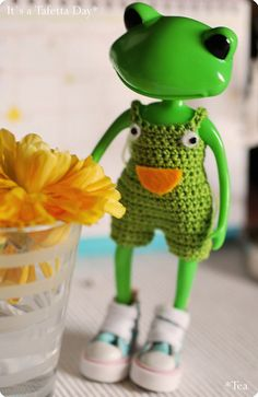 Cute Frogs, Frog And Toad, Wedding Couples, Friends, Crocheting, Fashion Ideas, Thighs, Kawaii, Plastic