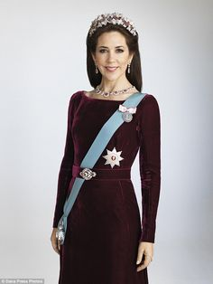 Crown Princess Mary cut an elegant figure in an ornate burgundy gown and family jewels for new portraits released by the Danish royal cour. Princesa Mary, Prince Héritier, Prince And Princess, Burgundy Gown, Style Royal, Prince Frederik Of Denmark, Prince Frederick, Princess Marie Of Denmark, Danish Royalty