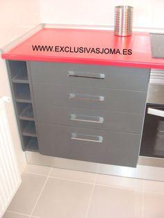 Muebles de cocina en Nuevo Tres Cantos avenida Castilla y león. Muebles de cocina Ecoluxe en color gris oscuro y encimera en rojo Ferrari. Electrodomésticos de la firma Teka. Esperamos que os guste. Visítanos en : www.exclusivasjoma.es