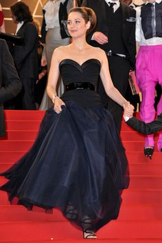 La actriz francesa, Marion Cotillard, de Christian Dior Couture.