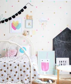 chalk board house - simple DIY tutorial | www.fourcheekymonkeys.com - kids interior and decor blog Kids bedrooms | children's rooms | little ones | nursery
