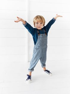 Straight neck denim overall shorts with adjustable straps and metal closure. Baby Outfits, Little Boy Outfits, Toddler Boy Outfits, Toddler Boys, Kids Boys, Toddler Boy Long Hair, Toddler Boy Fashion, Little Boy Fashion, Fashion Kids