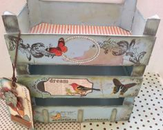 "Sharonscrap: Tutorial Estanteria boxes of strawberries ""recycling"" Pallet Crates, Wooden Crates, Wooden Boxes, Pallets, Wood Crafts, Diy And Crafts, Decoupage Vintage, Altered Boxes, Vintage Box"