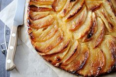 Apple tart (a killer) French Apple Cake, Tarte Fine, Desserts With Biscuits, Sweet Cooking, Weird Food, Crazy Food, Sweet Pie, Fruit Tart, Recipes
