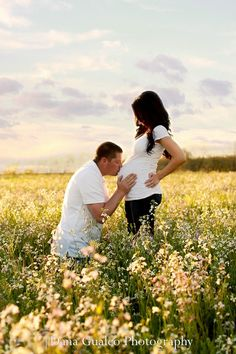 Maternity pictures. Maternity picture ideas. Pregnancy. Maternity