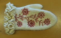 Mitts with wool embroideries by the renowned Swedish embroidery artist Carina Olsson, also author of the Swedish book Yllebroderi about wool embroidery Swedish Embroidery, Wool Embroidery, Cross Stitch Embroidery, Knit Mittens, Mitten Gloves, Viking Knit, Sewing Stitches, Felt Crafts, Needlework