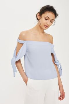 Topshop Tie Sleeve Structured Bardot Top Found on my new favorite app Dote Shopping Blouse Styles, Blouse Designs, Boho Fashion, Fashion Outfits, Bardot Top, Curvy Dress, Curvy Outfits, Long Tops, Ladies Dress Design