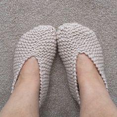 Ravelry: Cosy Footsies pattern by Esther Kate Knitting Patterns, Crochet Patterns, Knitting Socks, Knit Socks, Knitted Slippers, Cosy, Ravelry, Free Pattern, Knitwear