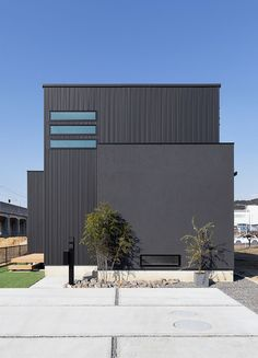 Modern Architecture House, Architecture Design, Bess, Black Building, Industrial Living, House Elevation, House Entrance, Gaudi, Traditional House