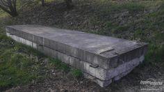 panely jako velká lavice - industriál...nebo venkovní postel, pokud by se na to dal dřevěný rošt