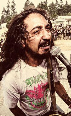 """WHIPLASH """"Metal Brasileiro: confira 10 novos frontmen do metal nacional"""" (Fernando de Souza; 17 maio 13; SP) / Com relação a esta pessoa existem dois pontos importantes a serem citados: o primeiro é que a banda do João Kombi não é necessariamente heavy metal e sim uma banda mais voltada para influências do hardcore/grindcore, surgindo da junção de outras duas bandas: Are You God? e o DER. Outro ponto importante é que se trata de uma dupla, mas isso não os impedem de quebrar tudo ao vivo"""