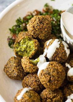 Crispy outsides, moist and fluffy insides, this Falafel recipe is astonishingly straightforward. Freshly made falafels is one of those foods everyone should experience, at least once! Falafels, Vegan Vegetarian, Vegetarian Recipes, Cooking Recipes, Healthy Recipes, Easy Cooking, Eat Healthy, Recipetin Eats, Recipe Tin