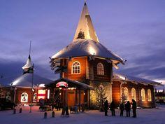 Joulutalo joulupukin pajakylässä Rovaniemellä