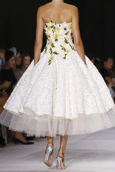Details at Giambattista Valli Fall 2014 Couture