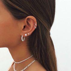 Ohrknorpel Piercing, Bijoux Piercing Septum, Spiderbite Piercings, Ear Piercings Chart, Pretty Ear Piercings, Piercing Chart, Ear Peircings, Types Of Ear Piercings, Cartilage Earrings