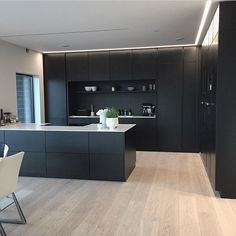 Modern Kitchen Design – Want to refurbish or redo your kitchen? As part of a modern kitchen renovation or remodeling, know that there are a . Kitchen Cabinet Design, Painting Kitchen Cabinets, Kitchen Paint, Home Decor Kitchen, New Kitchen, Wood Cabinets, Kitchen Ideas, Kitchen Wood, Kitchen Modern