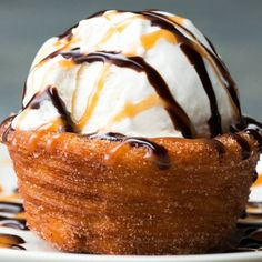 Churro Ice Cream Bowls I need these! If you know me at all you know this combines 2 of my favorite treats, Churros and Ice Cream! Mexican Food Recipes, Sweet Recipes, Dessert Recipes, Dessert Bowls, Healthy Recipes, Fun Recipes, Simple Recipes, Recipes Dinner, Healthy Food