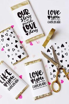 Regálale sus chocolates favoritos pero envueltos en diseños originales hechos por ti.
