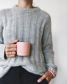 Striber På Langs-Sweater ☕️ En strikker klager ikke, når der er gråvejrsdag på en mandag - jeg udnyttede chancen for at trække i en af mine…