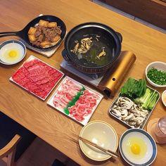 Shabu Shabu & Sukiyaki The Golden combination of Japanese menu 今夜はしゃぶしゃぶとすき焼きを家で外で食べると高いけど本日は国産黒毛和牛を半額で入手お昼も飛騨牛だったので栄養神話サイドから見たらアリエナイ食生活(笑) #lowcarb #sugarfree #paleo #bulletproofdiet #diet #ketosis #shabushabu #sukiyaki #beef #pork #糖質制限 #糖質オフ #低糖質 #ローカーボ #ロカボ #ダイエット#すき焼き #しゃぶしゃぶ #黒毛和牛 by xxyukikoxx Beef Hotpot, Japanese Menu, Shabu Shabu, Bulletproof Diet, Palak Paneer, Ethnic Recipes