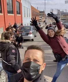 Tracy Spiridakos / Jesse Lee Soffer Tracy Spiridakos, Jesse Lee, Chicago Pd, Canada Goose Jackets, Jay, Winter Jackets, Winter Coats, Winter Vest Outfits