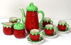 Vintage Shafford Tea Set Strawberry Teapot, 6 cups/saucers/creamer/sugar bowl Strawberry Kitchen, Strawberry Summer, Strawberry Fields, Strawberry Recipes, Strawberry Shortcake, Strawberry Pictures, Strawberry Decorations, Tea Pot Set, Tea Service