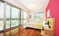 Ouderslaapkamer met balkon en prachtig zicht op de omgeving.