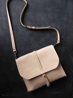 Everyday Leather Messenger Bag  Nat Veg Tanned Leather