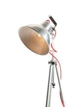 Vintage-industrial-studio-light-on-tripod-Tripod-lamp