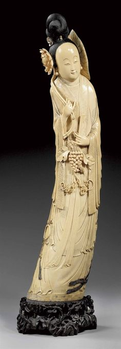 A LARGE CARVED POLYCHROME IVORY FIGURE OF A LADY -  CHINA, LATE QING DYNASTY (1644-1911).