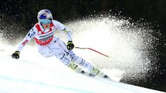 Lindsey Vonn sorry after destroying skis with hammer in video