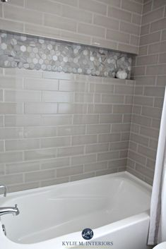 Cozy small bathroom shower with tub tile design ideas (40)