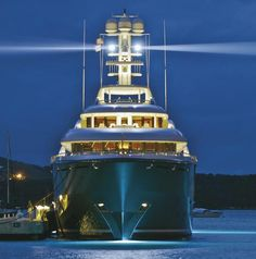 With this yacht, YOU have arrived !!!!