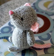 Ravelry: Marisol the Knitted Mouse FREE knitting pattern by Rachel Borello Carroll (hva) Baby Knitting Patterns, Free Knitting, Knitting Toys, Sewing Toys, Dress Patterns, Yarn Projects, Knitting Projects, Crochet Projects, Crochet Dolls