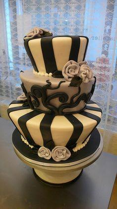 Tim Burton inpired wedding cake ...makes me think of Stephanie and Tristen
