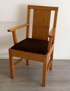 Willem Penaat chair designed for the PTT in 1929 executed by Boumans Meubelfabrieken Rotterdam. Dutch Nieuwe Kunst.