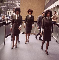 The Supremes arriving at EMI in Manchester Square, 1965.   https://twitter.com/robnitm