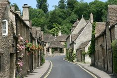 Market Cross, from The Street, Castle Combe, Wiltshire, England Cotswold Villages, Castle Combe, Watercolor Landscape Paintings, Kingdom Of Great Britain, Windsor Castle, English Countryside, Lake District, United Kingdom, Kingdom 3