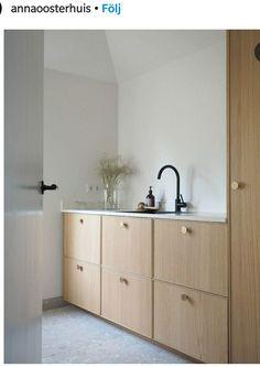 Living Room Kitchen, New Kitchen, Minimal Kitchen Design, Pastel Interior, Ikea Bathroom, Sweet Home, Kitchen Handles, Kitchen Flooring, Interiores Design