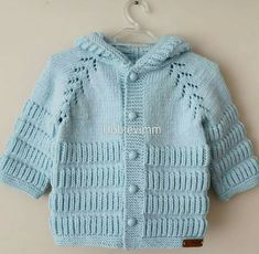 This Pin was discovered by HUZ Baby Knitting Patterns, Baby Sweater Patterns, Knitting For Kids, Knitting Designs, Baby Pullover Muster, Knitted Baby Cardigan, Knit Baby Booties, Knit Basket, Baby Coat