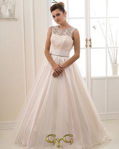 El vestido de novia Ada se caracterizada por su encantador corsé que ayuda a que…