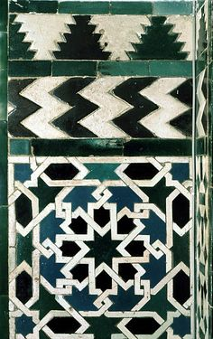 Image SPA 2713 featuring decorated area from the Alcazar, in Seville, Spain, showing Geometric Pattern using ceramic tiles, mosaic or pottery. Geometric Patterns, Tile Patterns, Geometric Designs, Geometric Art, Pattern Art, Motifs Islamiques, Islamic Tiles, Islamic Motifs, Islamic Art Pattern