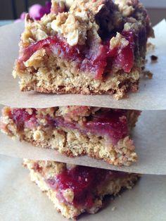 Gluten Free Raspberry Oatmeal Bars from Kaitlin Cooks @kaitlinserio
