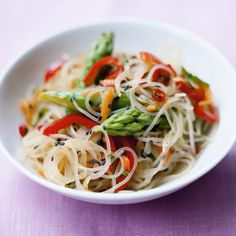 Glass #noodles with green asparagus and peppers, a typical #Asian dish - Read the #recipe: http://finedininglovers.com/recipes/side/glass-noodle-salad-green-asparagus-peppers/
