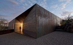 После прочтения Стального сердца Сандерсона Дом-крепость из стали кажется зловещим совпадением...Проект архитектурного бюро Wendell burnette architects - особняк в пустыне.