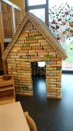 …… – logcabi … – Bastelideen Kinder - Everything About Kindergarten Decoration Creche, Kids Crafts, Egg Carton Crafts, Education Architecture, Space Architecture, Cardboard Crafts, Diy Toys, Play Houses, Classroom Decor