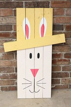 Vintage Decor Diy Wood Board Bunny Porch Décor - Whether you are looking for designs that are cute, subtle or bright, at least one of these Easter porch decor ideas are sure to appeal to you. Pallet Crafts, Wooden Crafts, Diy And Crafts, Pallet Projects, Wooden Decor, Spring Crafts, Holiday Crafts, Holiday Fun, Holiday Decor