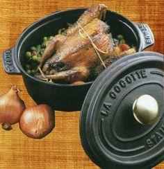"""750g vous propose la recette """"Pigeon aux échalotes confites"""" notée 4/5 par 5 votants. Le Pigeon, Pop Up Restaurant, Charcuterie, Poultry, Turkey, Chicken, Food, Game Recipes, Sauce"""