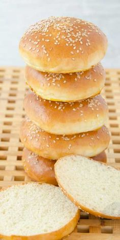 Bułki hamburgerowe Mini Hamburgers, Bread Recipes, Cooking Recipes, Homemade Burgers, Good Food, Yummy Food, Burger Buns, Polish Recipes, Bread Rolls