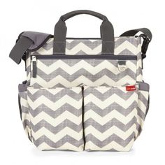 Skip Hop Wickeltasche Duo Signature Chevron Skip HopSkip Hop Source by ladenzeile diaper bag Best Diaper Bag, Baby Diaper Bags, Stroller Bag, Diaper Bag Backpack, Free Diapers, Signature, Changing Bag, Baby Gear, Shoulder Strap